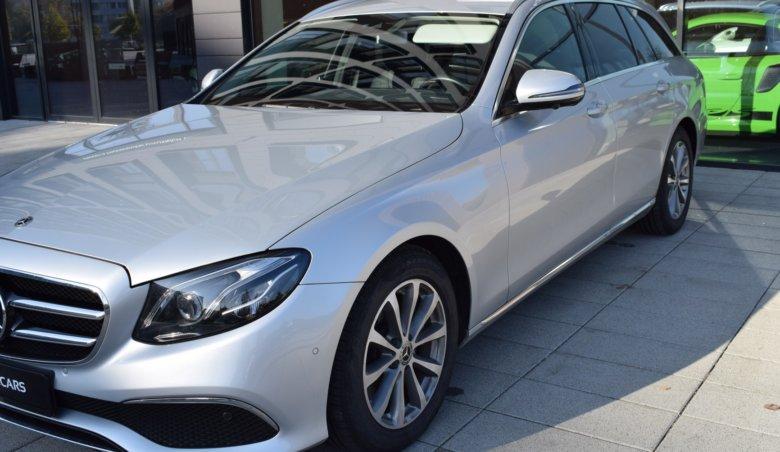 Mercedes-Benz E220d 4M Kombi / 360 / Tažné / Nezávislé / FACE LIFT