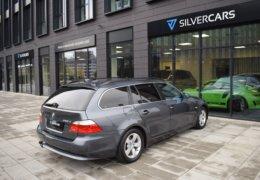 BMW 520d Kombi šedá-007