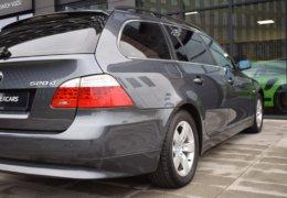 BMW 520d Kombi šedá-012