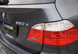 BMW 520d Kombi šedá-013