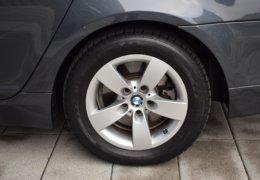 BMW 520d Kombi šedá-016