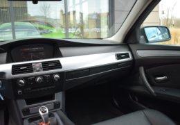 BMW 520d Kombi šedá-022