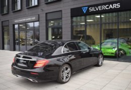 79-Mercedes-Benz E200 4Matic černá-7AH 60-063