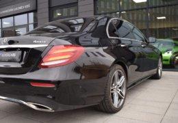 79-Mercedes-Benz E200 4Matic černá-7AH 60-068