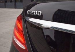 79-Mercedes-Benz E200 4Matic černá-7AH 60-069