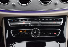 79-Mercedes-Benz E200 4Matic černá-7AH 60-075