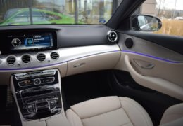 79-Mercedes-Benz E200 4Matic černá-7AH 60-084
