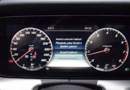 79-Mercedes-Benz E200 4Matic černá-7AH 60-085