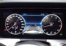 79-Mercedes-Benz E200 4Matic černá-7AH 60-086
