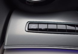 79-Mercedes-Benz E200 4Matic černá-7AH 60-087