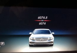 80-Mercedes-Benz E200 4Matic černá-7AM 68-079