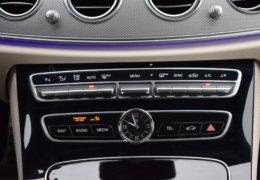 80-Mercedes-Benz E200 4Matic černá-7AM 68-080