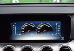80-Mercedes-Benz E200 4Matic černá-7AM 68-086