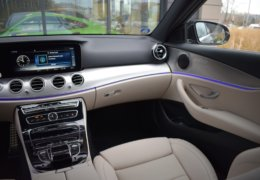 80-Mercedes-Benz E200 4Matic černá-7AM 68-089