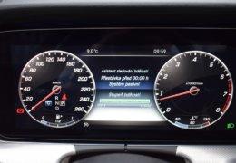 80-Mercedes-Benz E200 4Matic černá-7AM 68-090