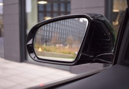 80-Mercedes-Benz E200 4Matic černá-7AM 68-093
