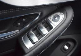 Mercedes-Benz C300 cabrio modrá-026