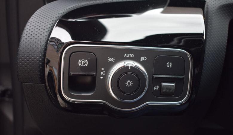 Mercedes-Benz Třídy A 180 AMG/ MBUX/ Kamera/ LED