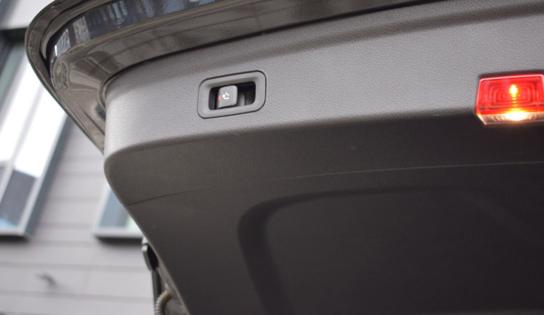 Mercedes-Benz GLE 300d/ AMG/ Distronic/ 360/ Keyless/ Burmester/ 7 míst/ tažné/ Ventilovaná sedadla