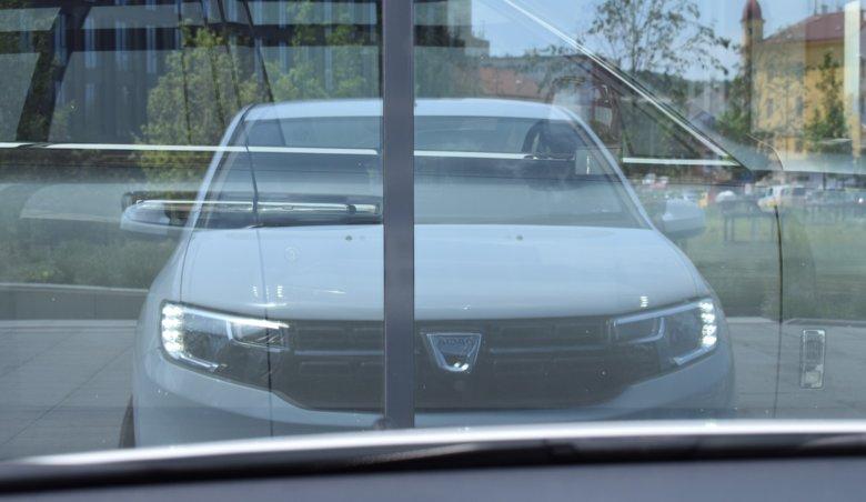 Dacia Sandero 1.0 54kW, DVD,Navi,tažné