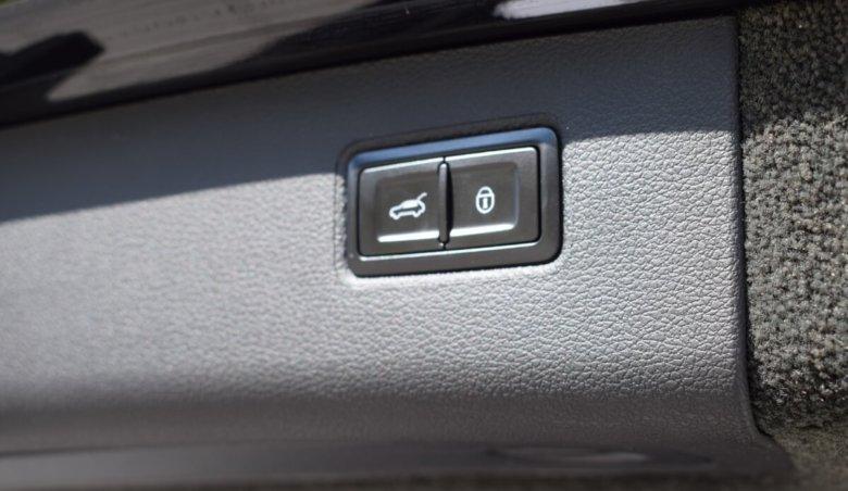 Bentley Bentayga V8 4.0/Centenary edice/NAIM/Black-City-Touring Specification