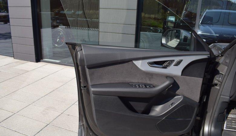 Audi Q8 50 TDI/210kW/S-line paket/keyless/Matrix světla