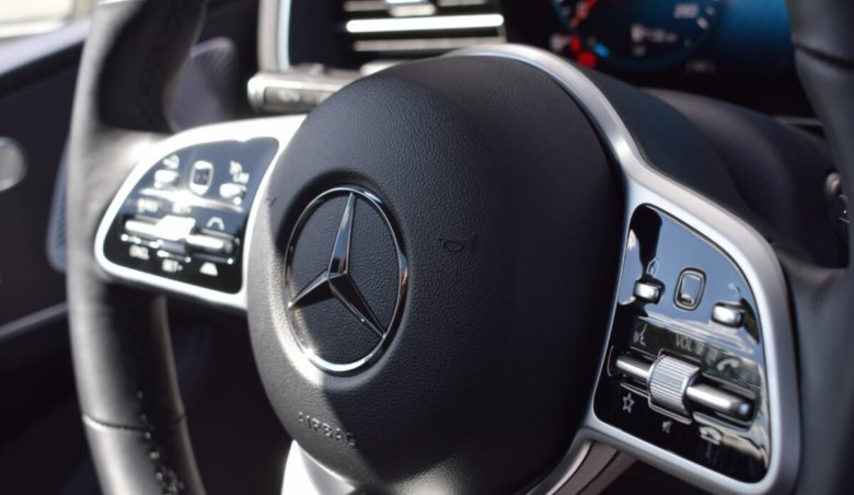 Mercedes-Benz GLE 400d 4Matic /AMG /360 /Distronic / Přední sedadla vč. ventilace