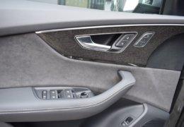 Audi Q8 šedáDSC_0962
