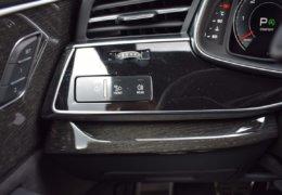 Audi Q8 šedáDSC_0976