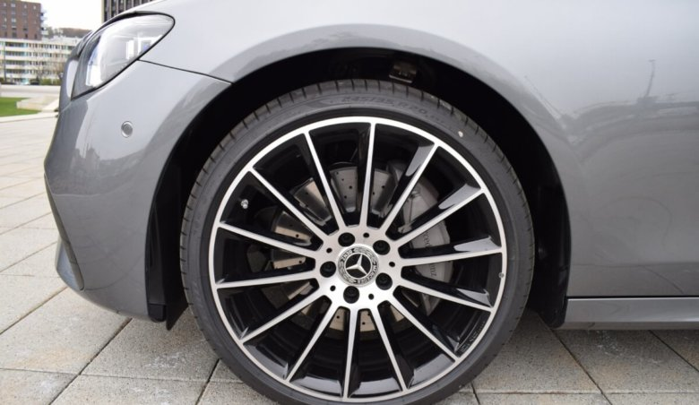 Mercedes-Benz E 220/Keyless/Nový model