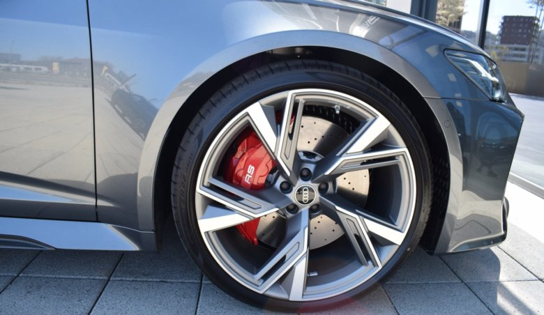 Audi RS6 new model/B&O/Keyless/Karbon/sport. diferenciál/natáčecí zadní náprava