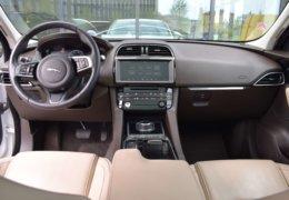 Jaguar F Pace-021