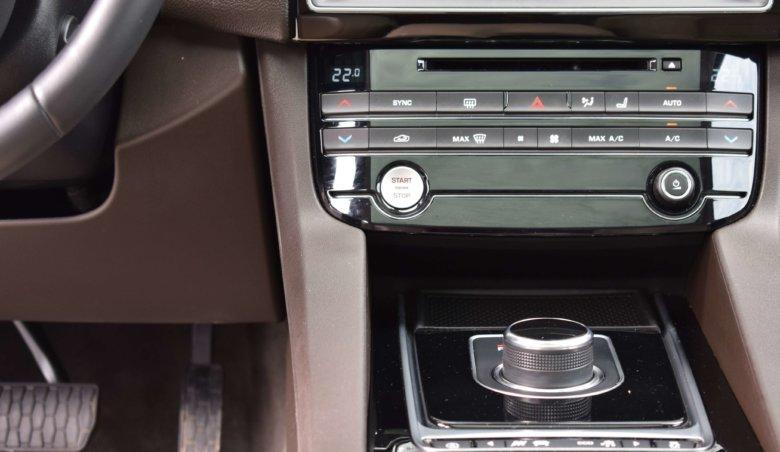 Jaguar F-Pace 3.0D 221kW/Meridian,AWD